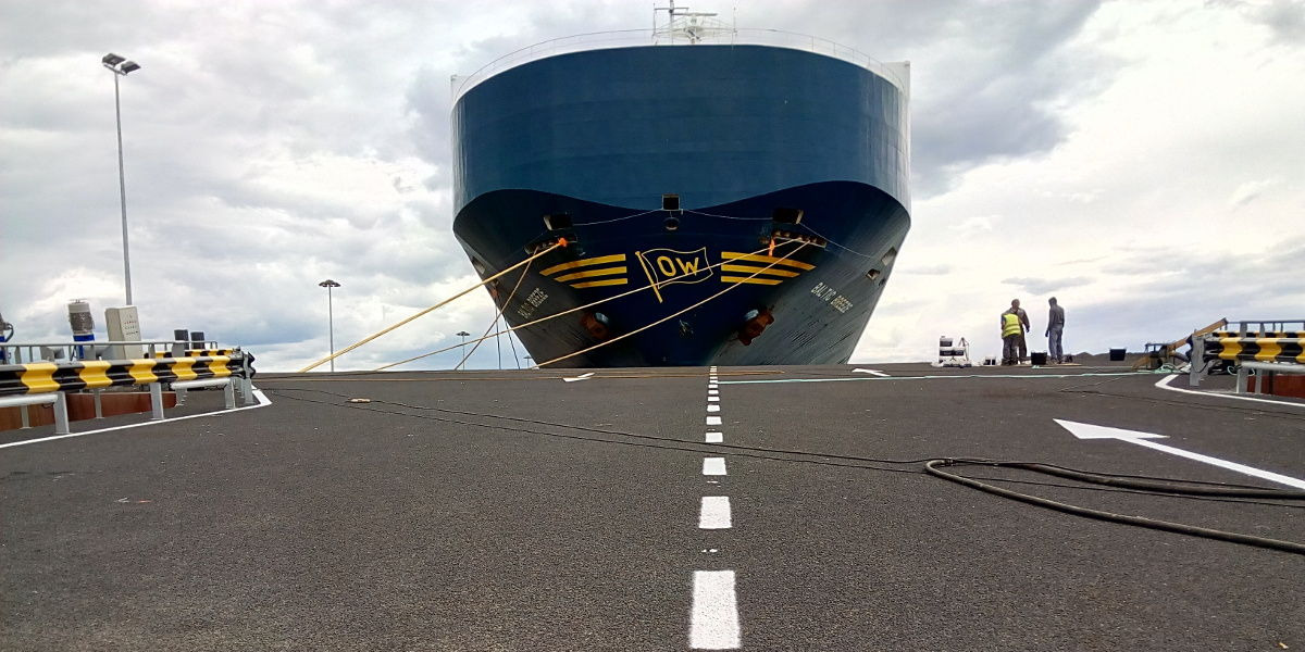 Floating ramp for vehicle loading in Santander port